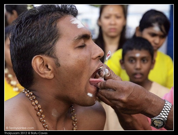 Piercing at Thaipusam (4)