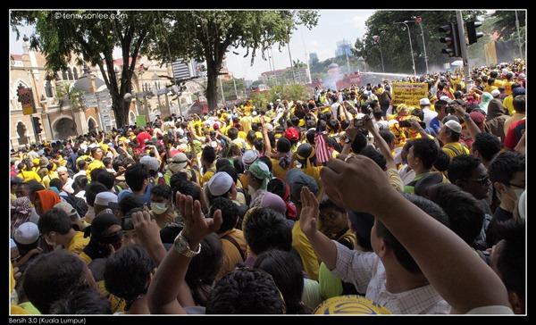 Bersih 3 turned violent (3)