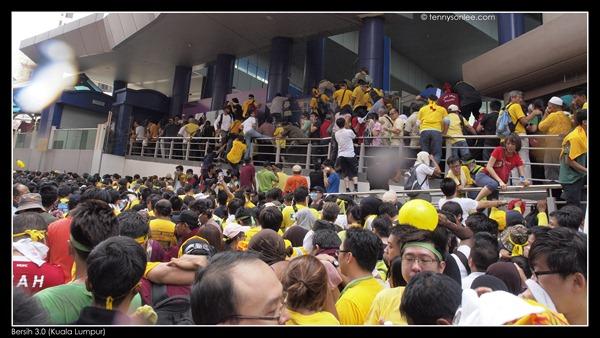 Bersih 3 turned violent (5)
