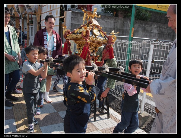 三社祭 Sanja Matsuri kids and ladies (1)