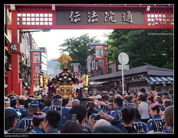 三社祭 Sanja Matsuri procession (13)