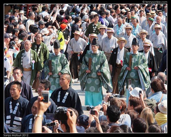 三社祭 Sanja Matsuri procession (2)