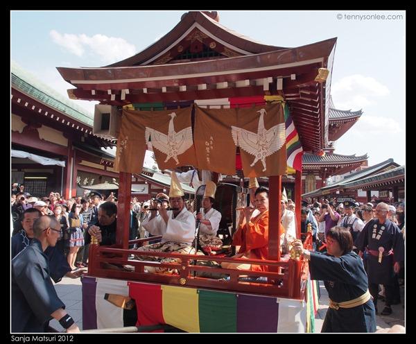 三社祭 Sanja Matsuri procession (9)
