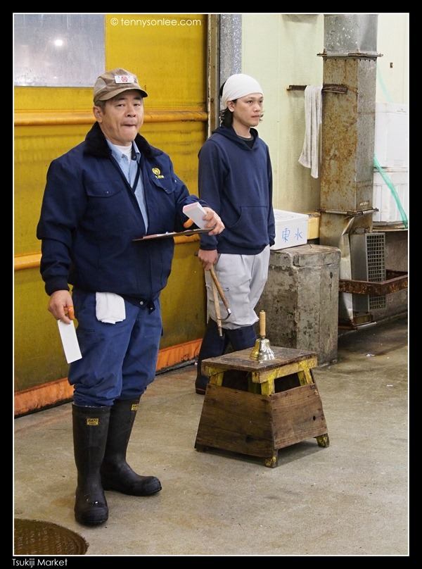 Tsukiji Market Tuna Auction (4)