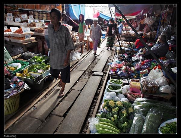 Maeklong Railway Market 2