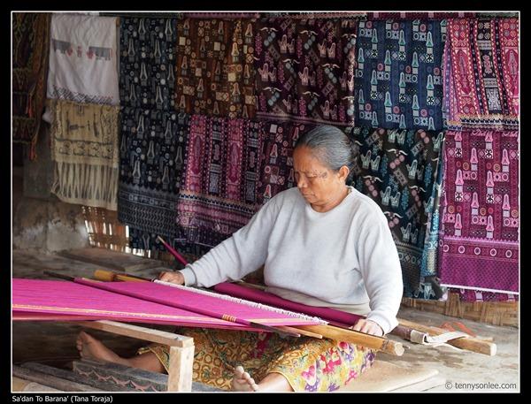 Weaving at Toraja (2)