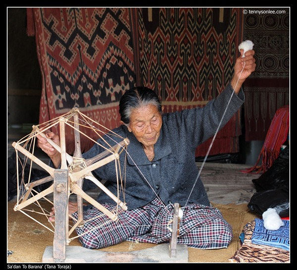Weaving at Toraja (6)
